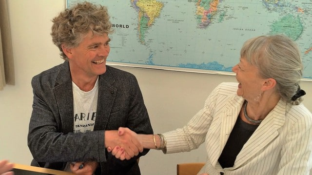 Daniel la Cour from COWI and DFC Director, Anne Christensen, shake hands after signing a Framework Agreement