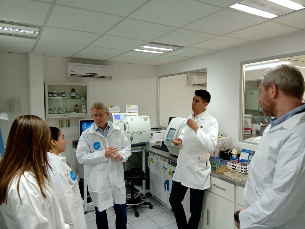 Dr Robert Skov, National AMR Coordinator at the International Centre for Antimicrobial Resistance Solutions, visiting a laboratory in Mexico with Danida alumni